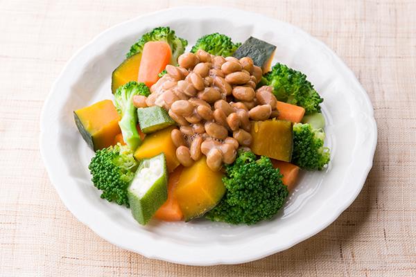 色どり納豆温野菜サラダ