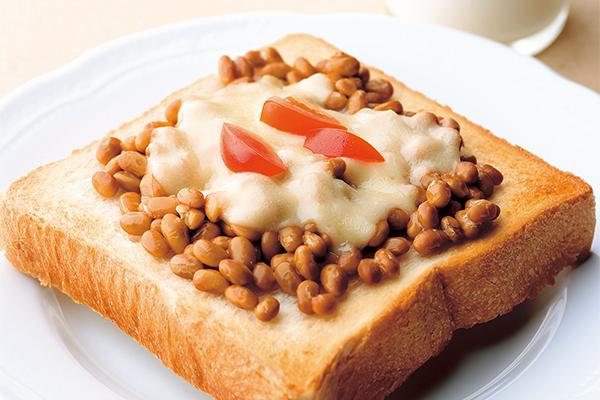 忙しい朝でも栄養満点!納豆トースト